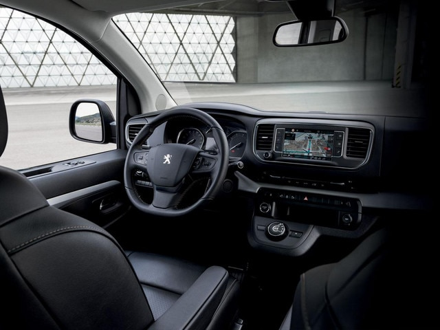 /image/29/4/peugeot-new-traveller-cockpit-gallery.357689.522294.jpg